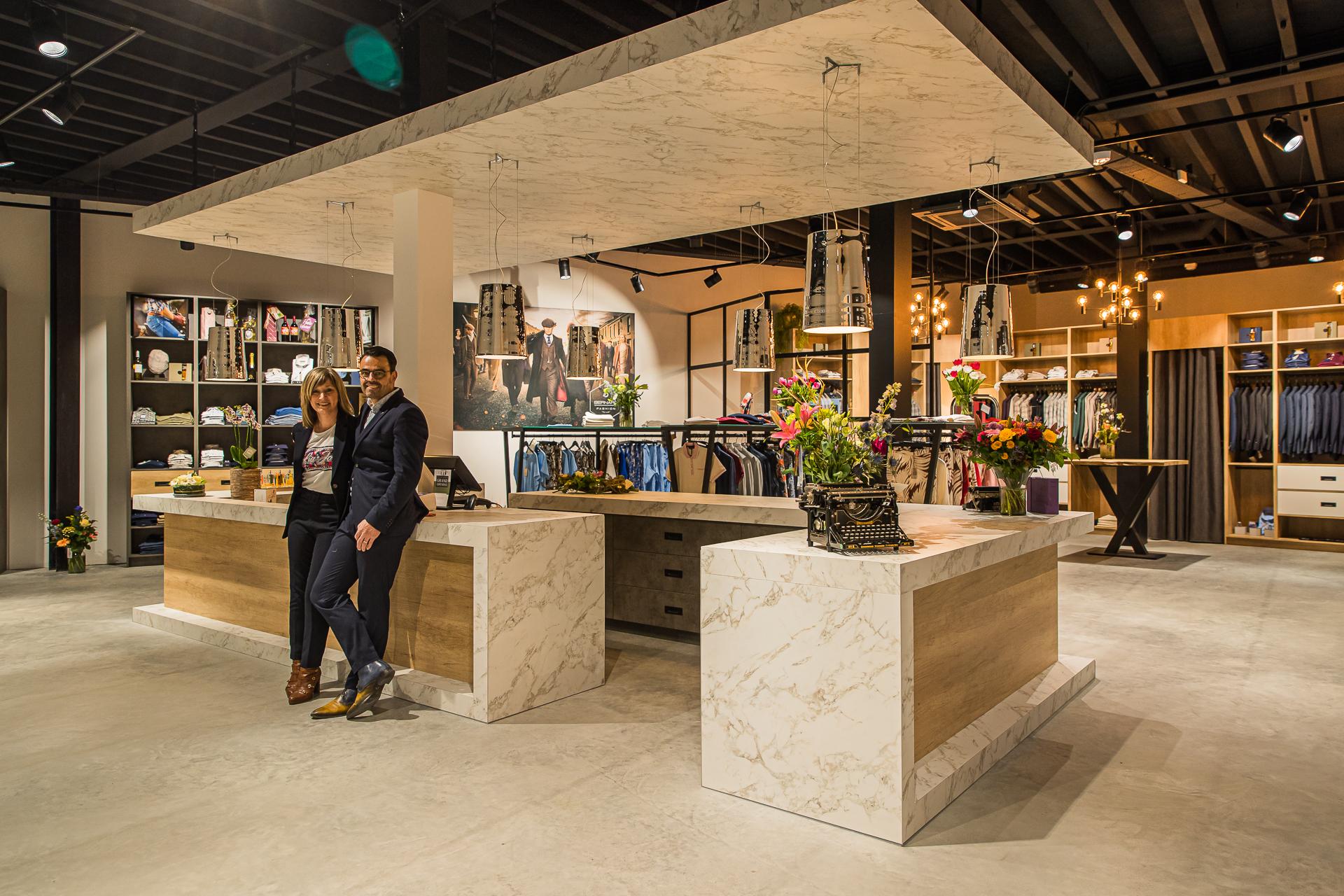Toonbank, kassa en winkel Bernard Fashion + Severine en Arjan