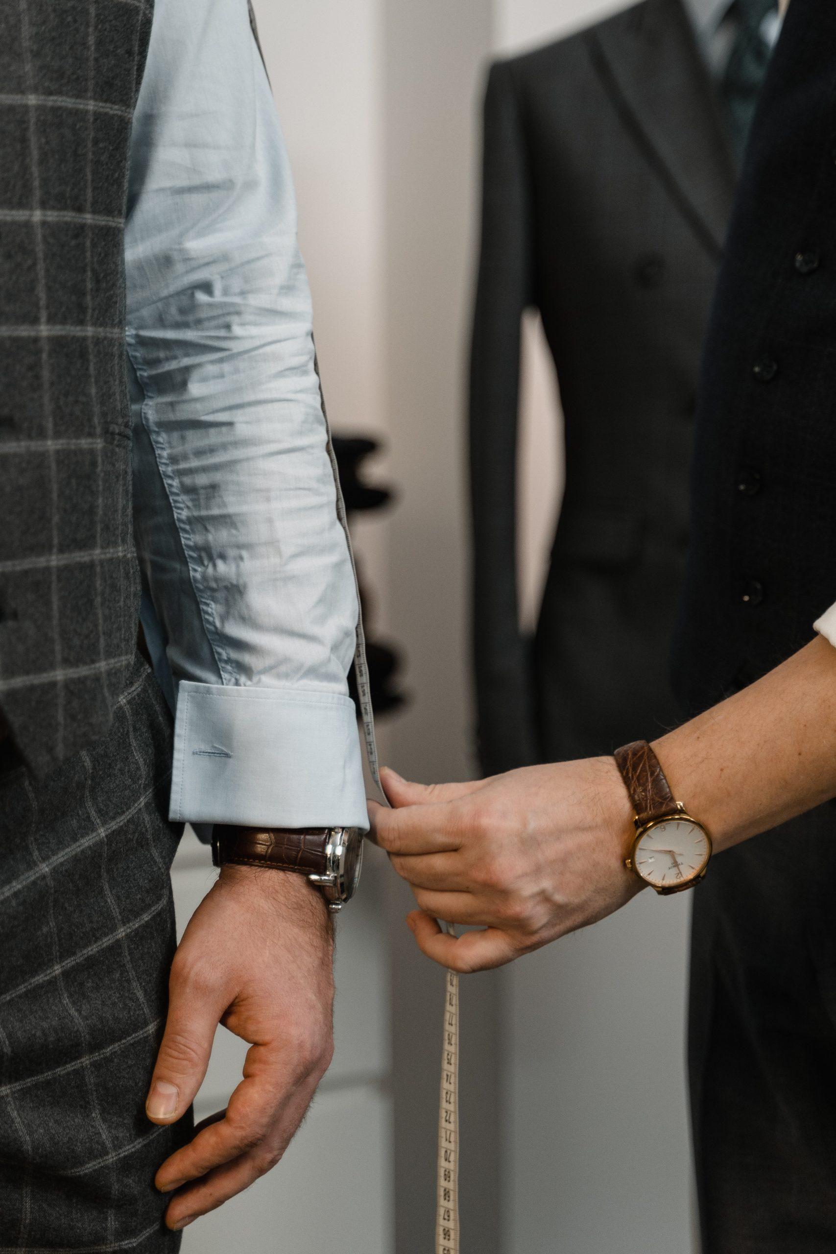 Opmeten van maten voor tailor made kostuum